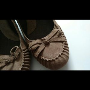 B.O.C. Beige/Tan Suede Bow Tie Heels - 7.5